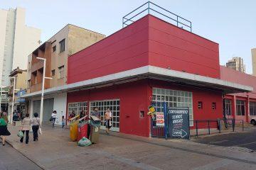 Prédio do antigo Extra segue fechado no centro