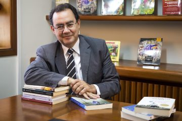 Augusto Cury firma parceria com a Polícia Federal e implanta método da inteligência em escolas