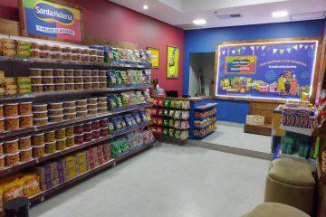 Santa Helena abre loja em shopping e ajuda instituição de caridade